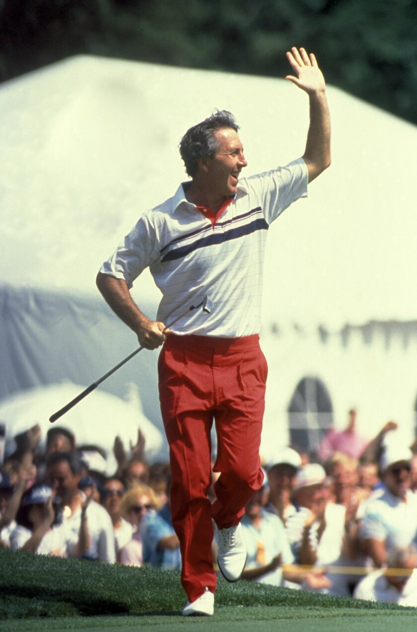 Hale Irwin celebrates forcing a playoff in 1990 U.S. Open at Medinah